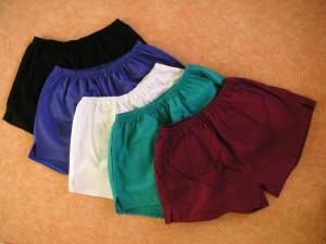 Turnhosen in fünf verschiedenen Farben