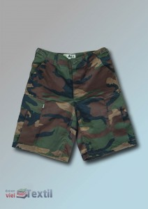 McAllister-Shorts in woodland